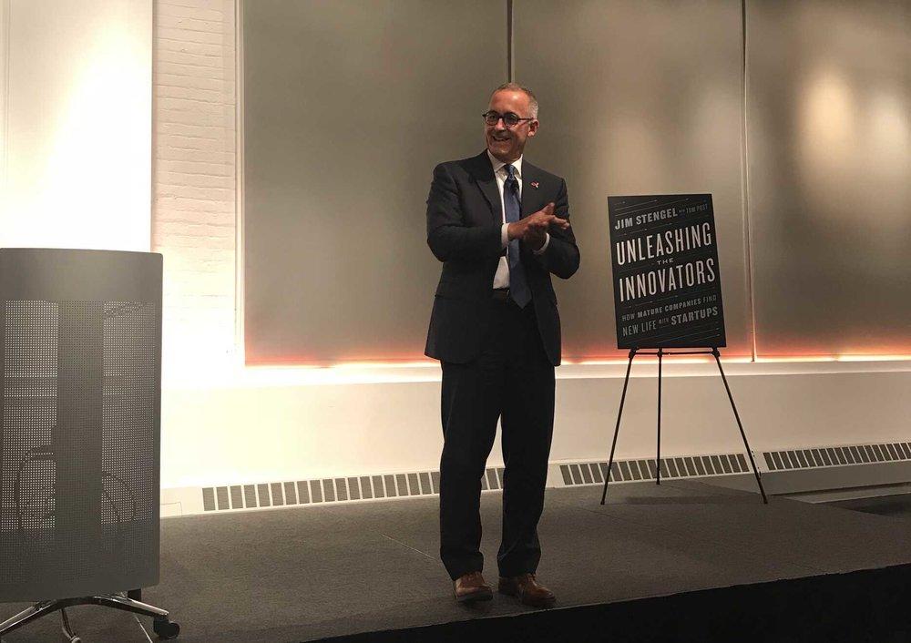 Jim Stengel Ogilvy New York ofisinde 2 Ekim'de düzenlenen kitap tanıtım etkinliğinde