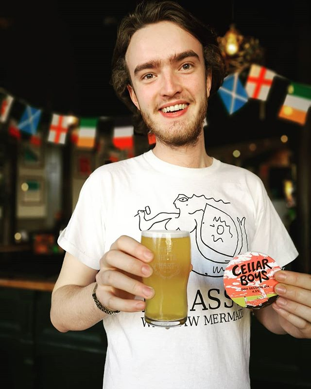 Theo is LOVING the new @cellarboysbrewery DOUBLE DRY HOPPED SESSION IPA!! WERE SURE THAT YOU'LL LOVE IT TOO! COME GET YOU A PINT or a few 🍀🍺 It's also on tap at out sister pub @hoxtonhowl • • • #new #cellarboys #craftbeer #ddh #ipa #brewedinselondon #ownbrand