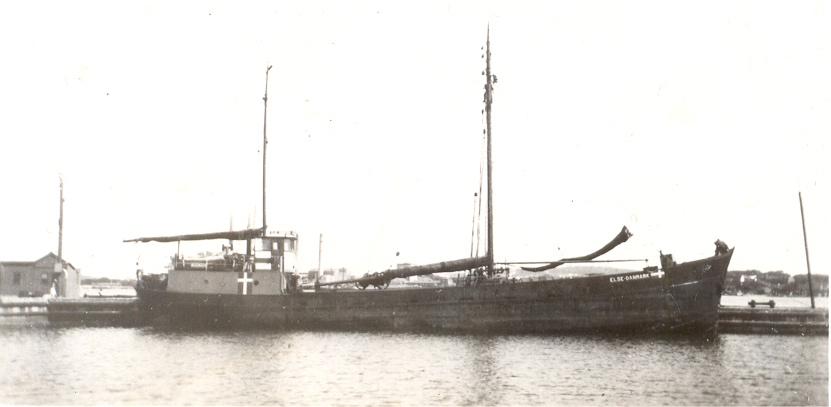 Vapendepåfartyget Else av Hasseris i Höganäs hamn.jpg