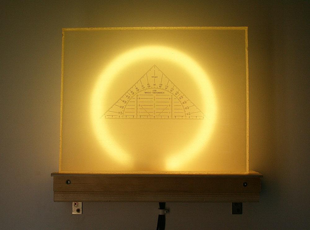 Fiat Lux, geo driehoek, epoxy hars & TL buis, 26,5x21x8cm, 2017