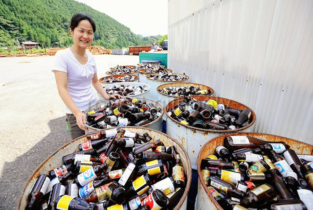 Villagers sort bottles at the 'Zero Waste Academy'.  Image credit .