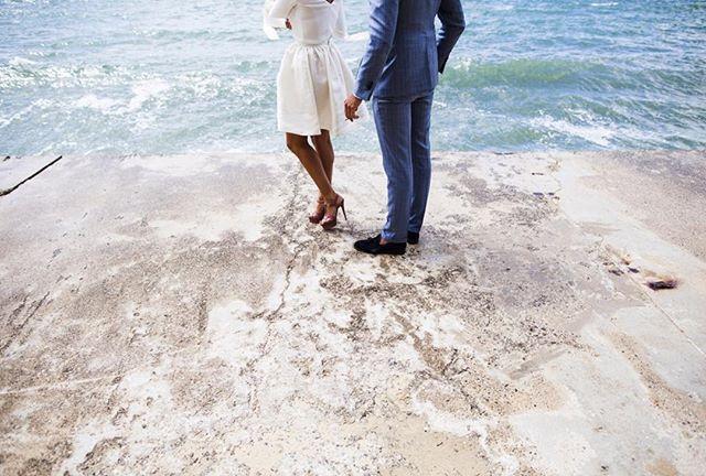 Taxi Boat 🚤 waiting ... . #lovcapsul weddingday #lovcapsul #couple #weddingdress #wedding #lovers #bride #brideandgroom #groom #weddingphotography #loveintheair #amoureux #mariage #robedemariee #engagement #baiser #mariée #costume #amour #marié #shootingphoto #mariageenfrance #capferret #arcachon