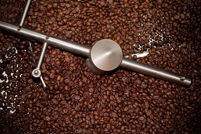 Within every batch... there is an opportunity to create, assimilate, & evolve.🙂 #capitocoffee 👌☕️#specialitycoffee #coffee #coffeeroaster #coffeebeans 📷@vincentchasephotography