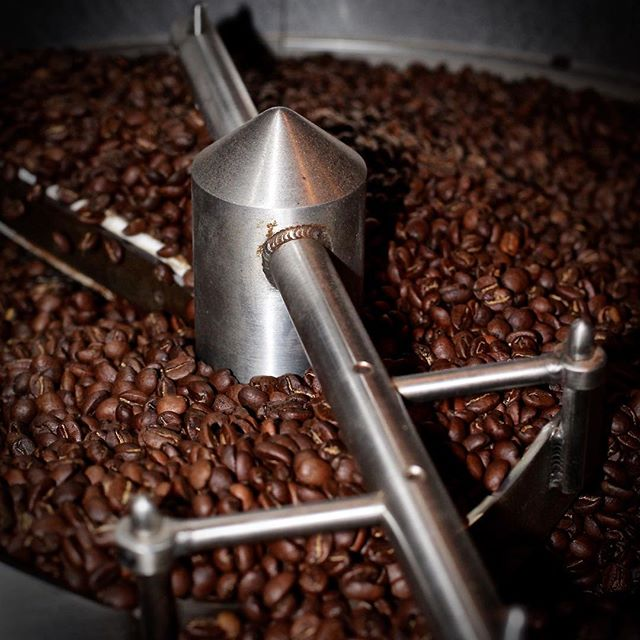 May your week be filled with pleasant thoughts, kindhearted people, & great coffee. ❤️☕️ #capitocoffee #specialitycoffee #arabicabeans #coffee #coffeetime #coffeelove #coffeeroaster #roasterlife #roastery 📸 @vincentchasephotography