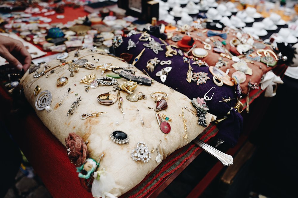 These pictures were taken in flea market (Feira da Ladra). You can find amazing bargains in there!