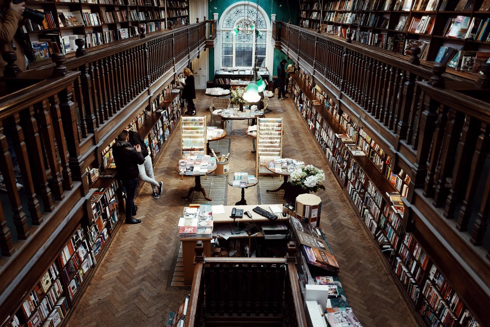 One of my favourite bookstores, Daunt Books on Marylebone High Street.  / Uma das minhas livrarias preferidas, a Daunt Books em marylebone high street.