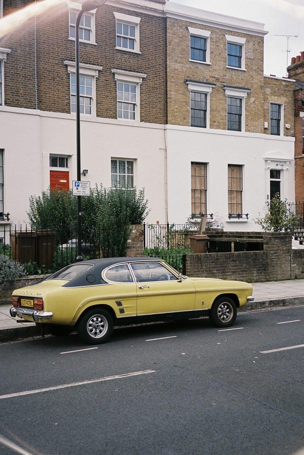 Yap, another a vintage car, this one I spotted in Hackney. /  Yap, mais um carro vintage, desta vem em Hackney.