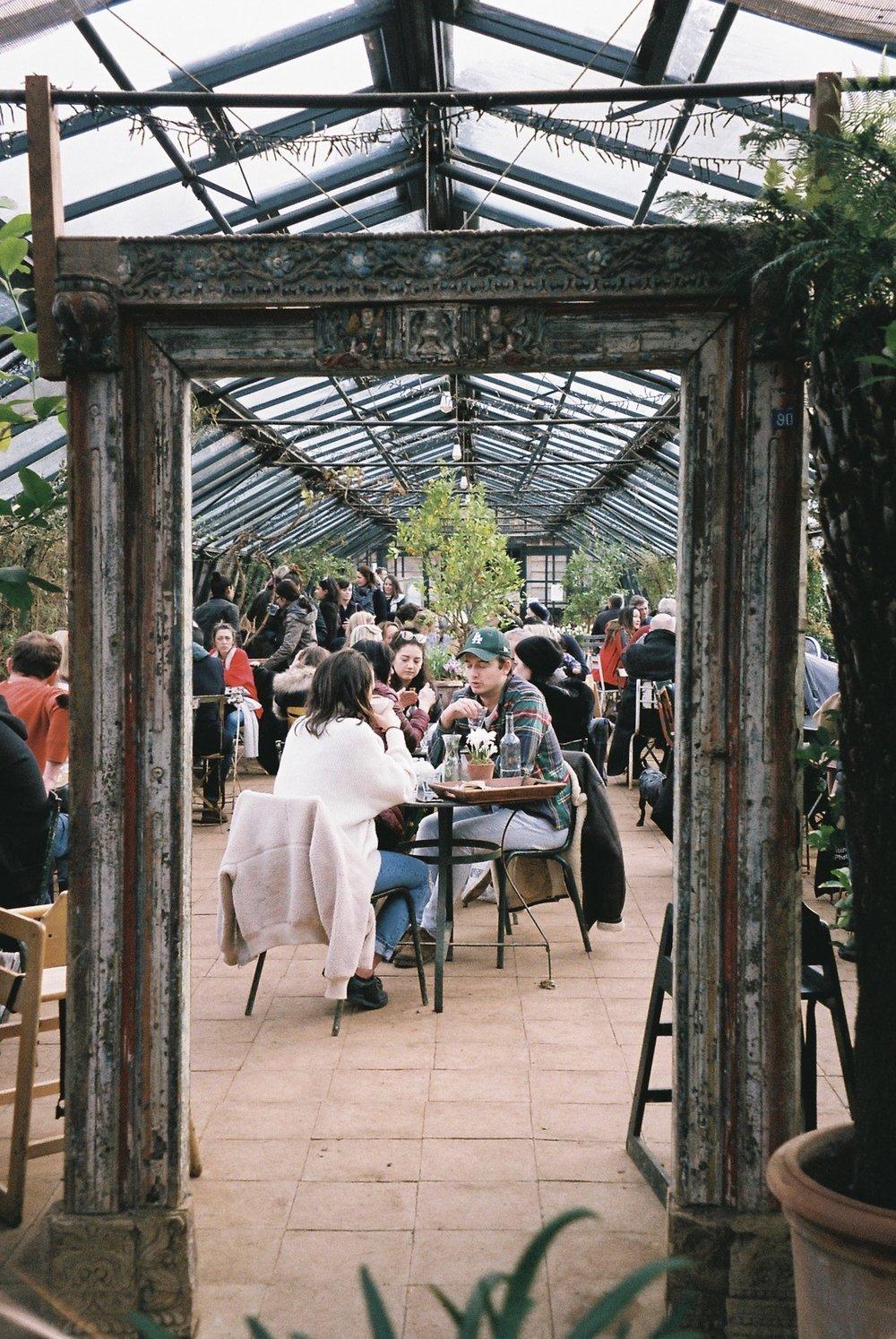 Tea House at Petersham Nurseries.  / Casa de chá em Petersham Nurseries.