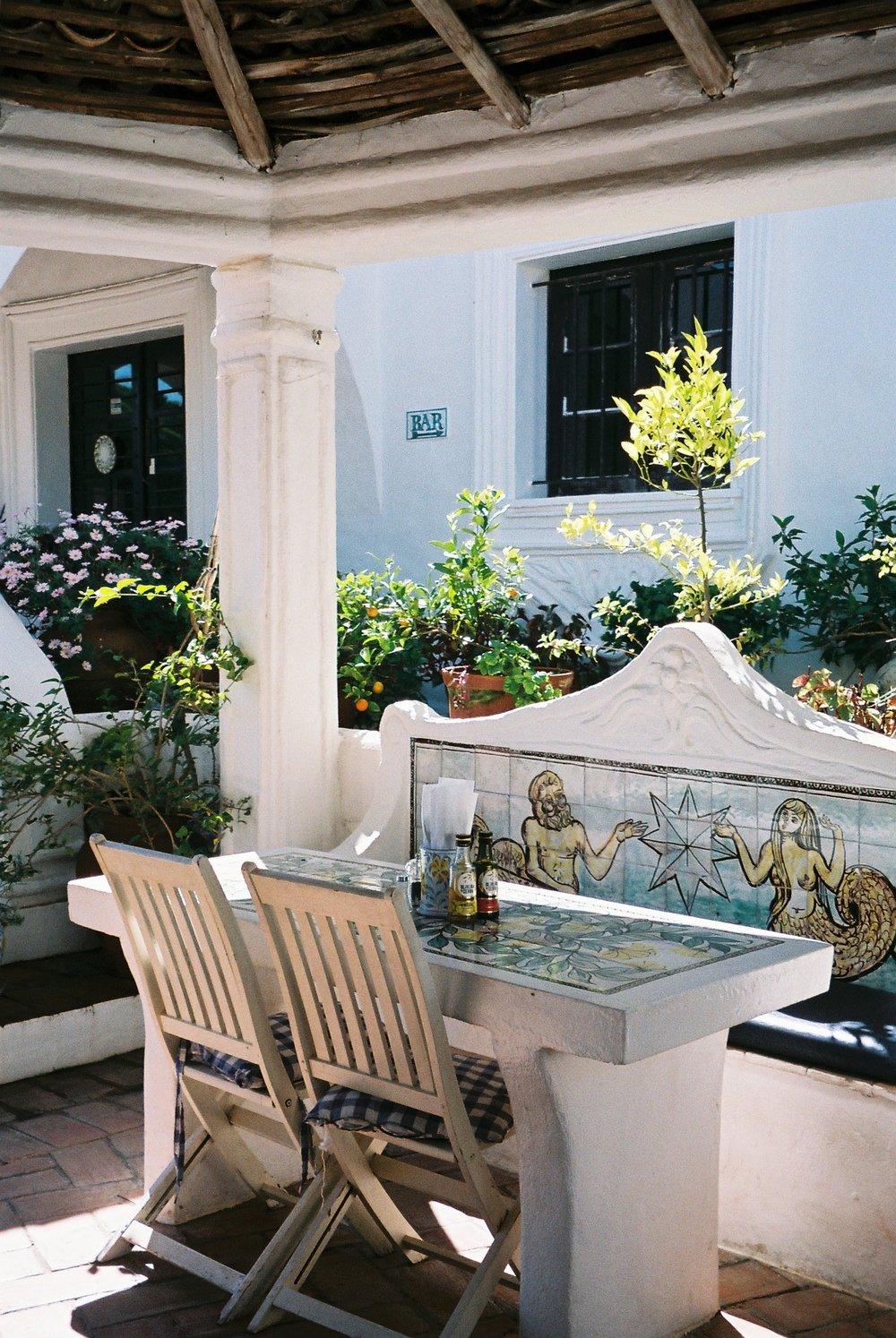This is a pottery shop and restaurant by my parents house in the Algarve. I love how traditional the architecture of this place is.  / Esta olaria e restaurante fica perto da nossa casa no Algarve e eu adoro o quão tradicional é a arquitectura deste local.