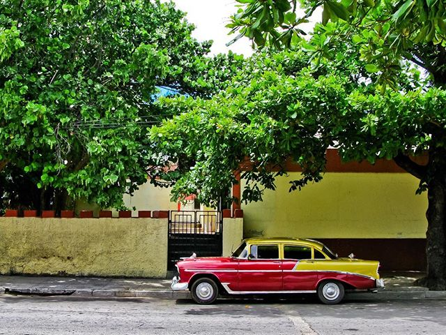 Now that, is a classy car  #cuba #classic #vintage #classiccars #classics #classiccar #car #cars #vintage #vintagestyle #style #ride #rides #classicrides #havana #colorful #photography #photooftheday #photo #streetphotography #streets #city #cityphotography #travel #wanderlust #travelphotography #travelholic