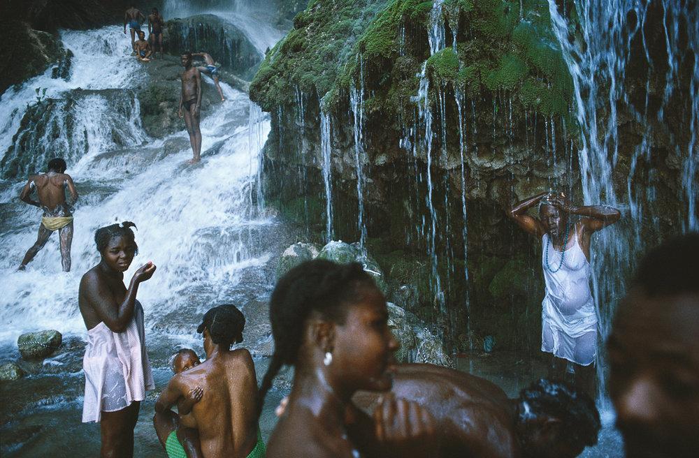 ALEX WEBB Saut-d'Eau, Haiti, 1987