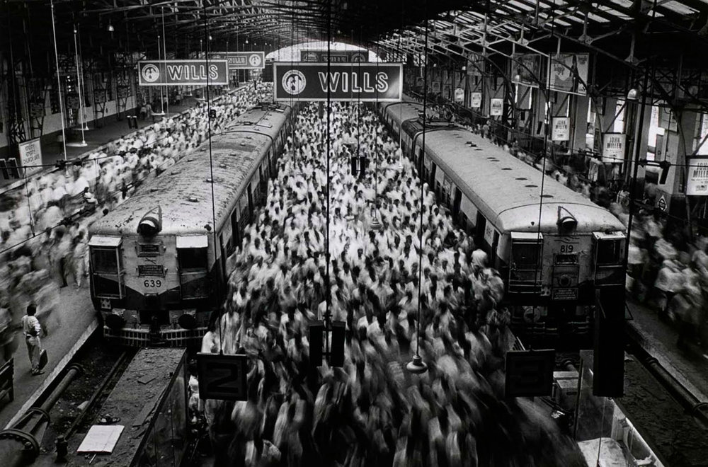 SEBASTIÃO SALGADO,  Church Gate Station , India, 1995