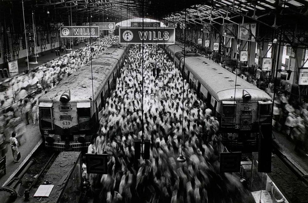SEBASTIÃO SALGADO,  Church Gate Station ,  India , 1995