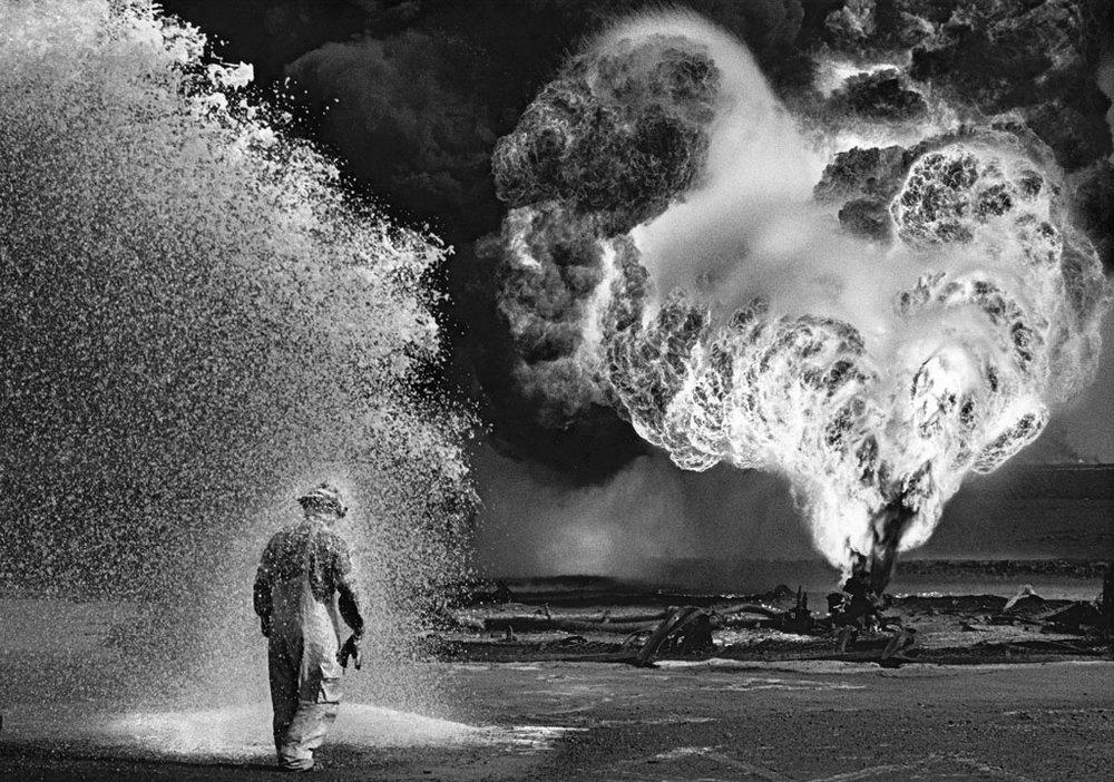 OilField_Kuwait_1995.jpg