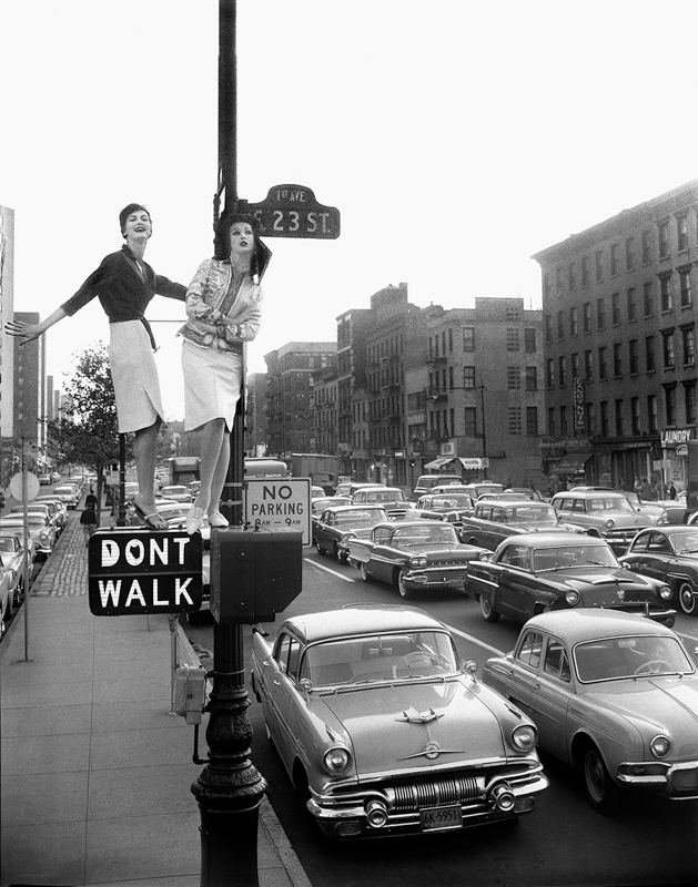 WILLIAM HELBURN,    Lamppost  (Carmen Dell'Orefice and Betsy Pickering for Harper's Bazaar) New York City, 1958
