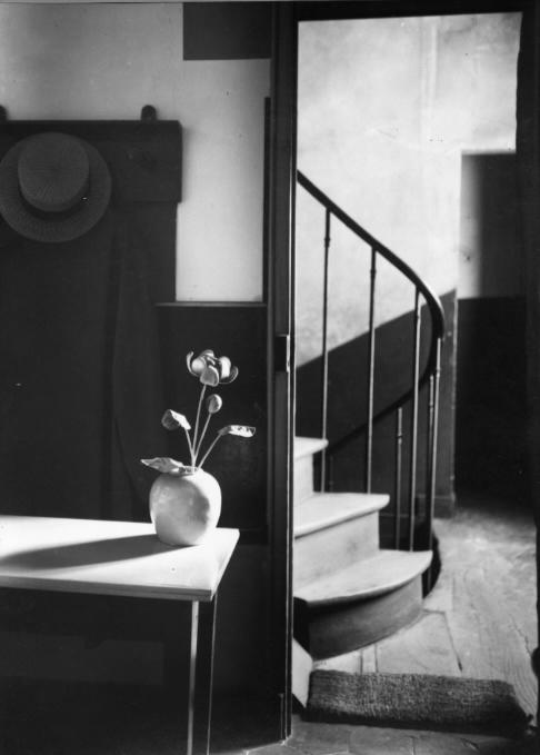 ANDRE KERTESZ,  Chez Mondrian ,  Paris , 1926