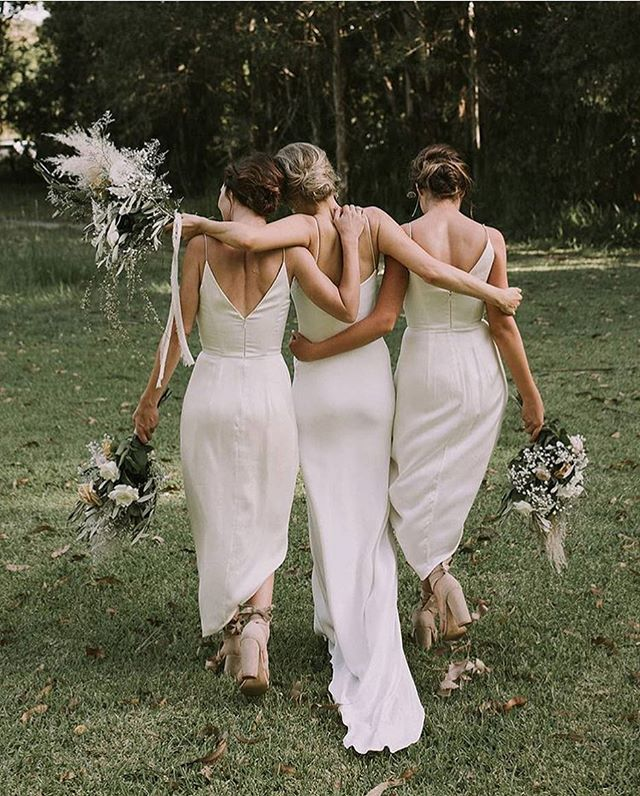 S I S T A ,  S I S T A ✌🏼 Via @grace_loves_lace . . . .  #bridesmaids #flowers #weddinginspiration #weddingtrend #weddingtrend2017 #fashion #fashionablebride #trending2017 #trending #trend #weddingstyle #decor #interiordesign #inspiration #beautiful #itgirl #couplegoals #weddinggoals #weddingsquadco #weddingdecor #flowers #weddingflowers #stylish #creative #cool #instawedding #instastyle #picoftheday