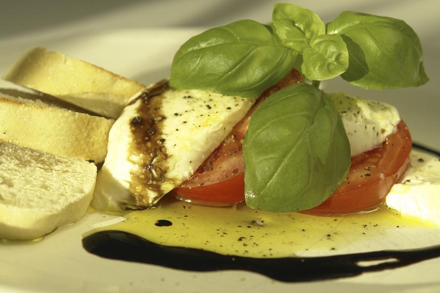 Basil tomato  Mozorella.jpg