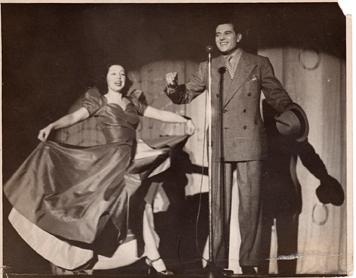 Eva and Jesse on stage                          021