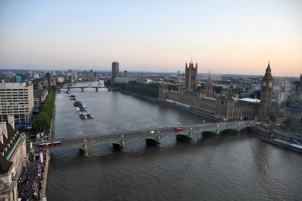 River_Thames_and_Westminster_Bridge,_London-17Aug2009.jpg