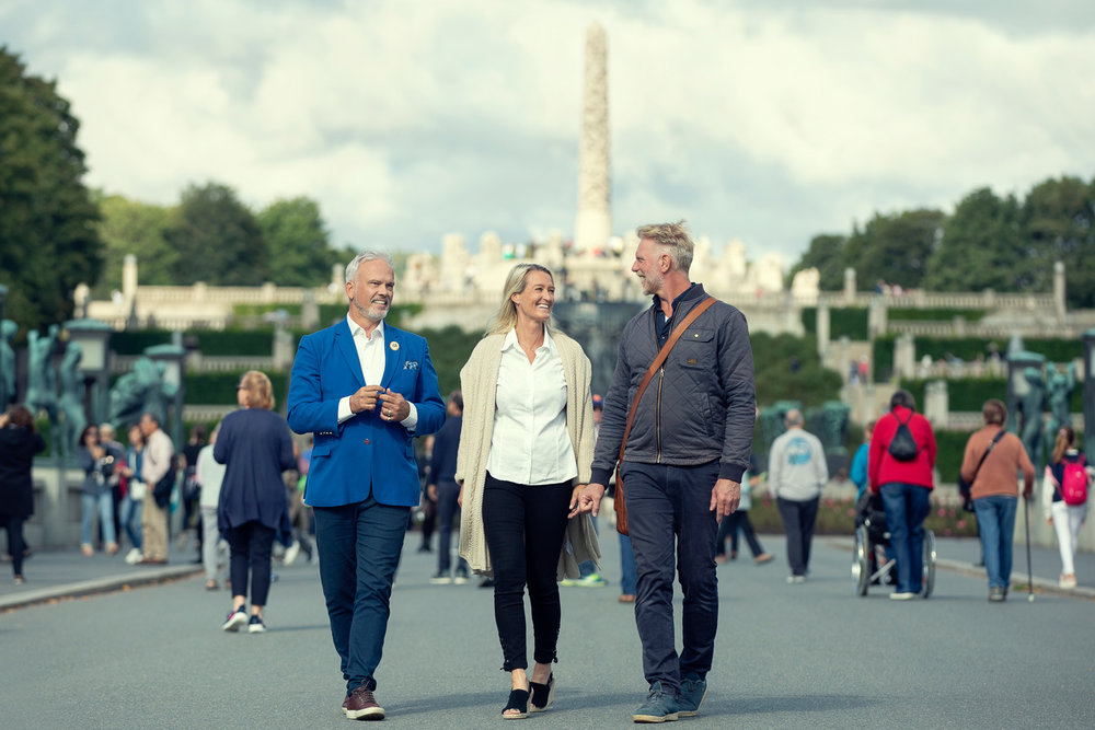 Certified Oslo guide, Richard Klingspor, with clients Elisabeth and Ron.  Photo: Live – Private Guided Tours / The Vigeland Museum