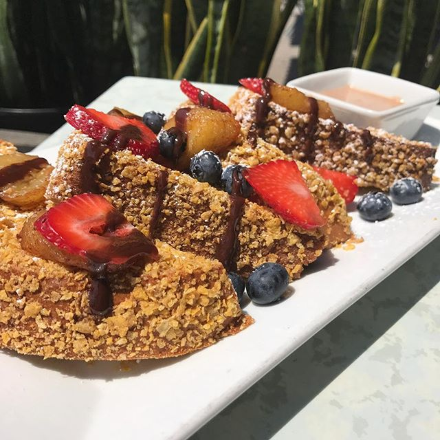 Its Wednesday & all I can think about is brunch on Saturday 🤷🏻‍♀️Corn Flake Crusted French Toast 🍴