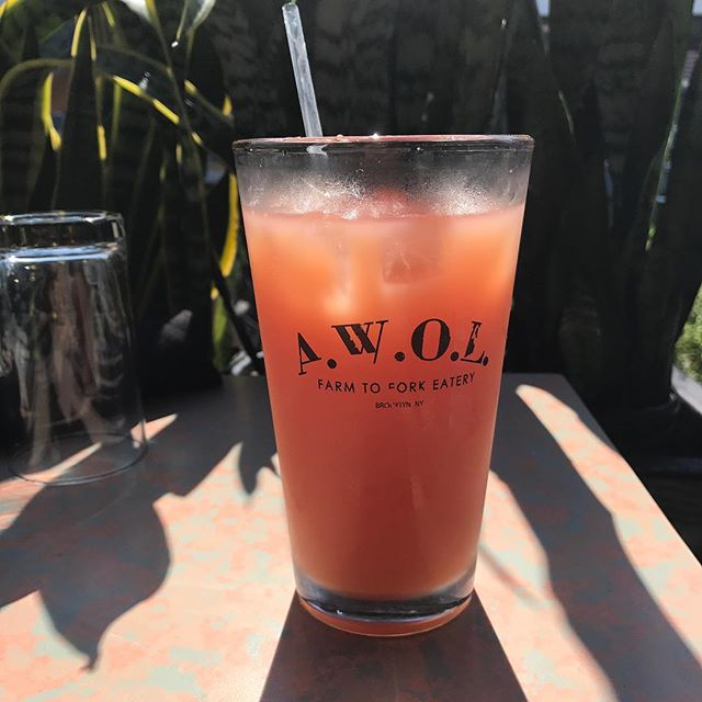 Tall glass of fresh cold pressed grapefruit juice on ice to cool down from his beautifully hawt NYC day 🌞🌞🌞🌞