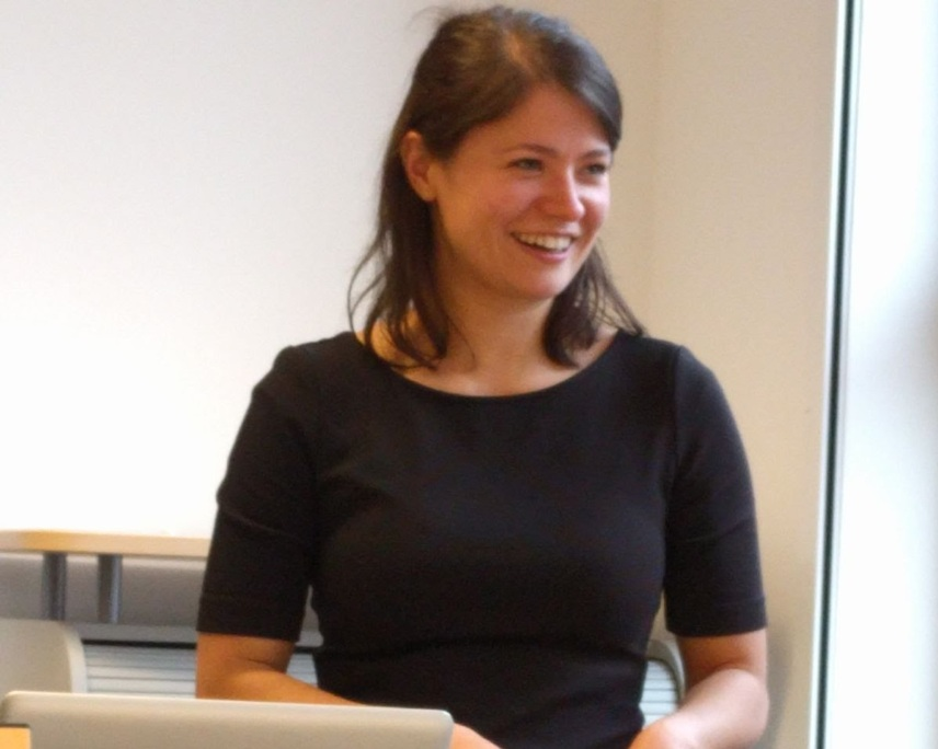 Dr. Anne Urai giving her PhD defense talk at the University Medical Center Hamburg-Eppendorf, University of Hamburg. Photo Courtesy: Anne Urai.