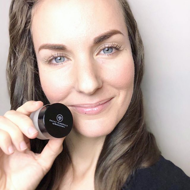 I am loving YLs Poppyseed Lip Scrub to keep my lips smooth and moisturized. . Because fall is in full swing and the cold air isn't slowing down! . Bonus: this stuff tastes yummy! . #savvyminerals #byebyetoxins #beautywithoutcompromise