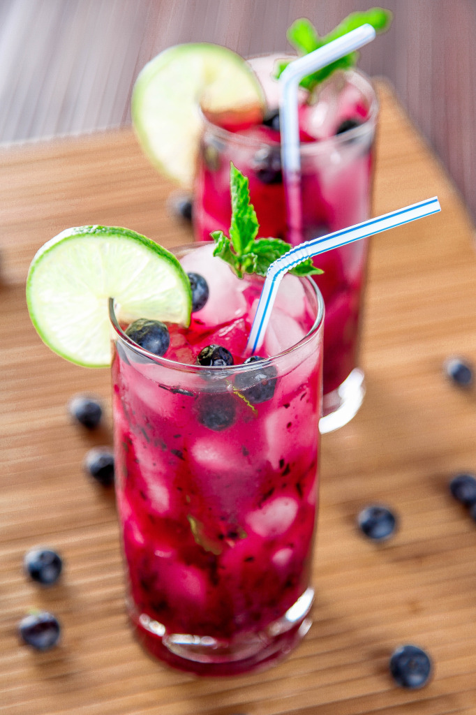 Summer cocktail: blueberry mojito!