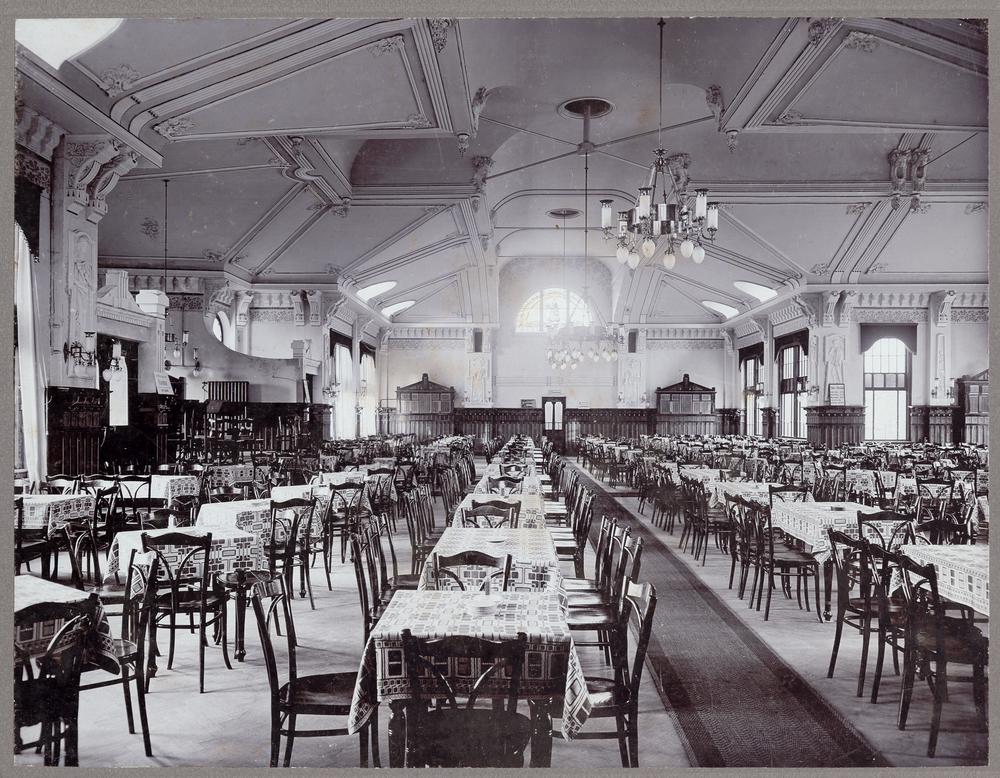Ein Rückblick in den historische Tanzsaal.
