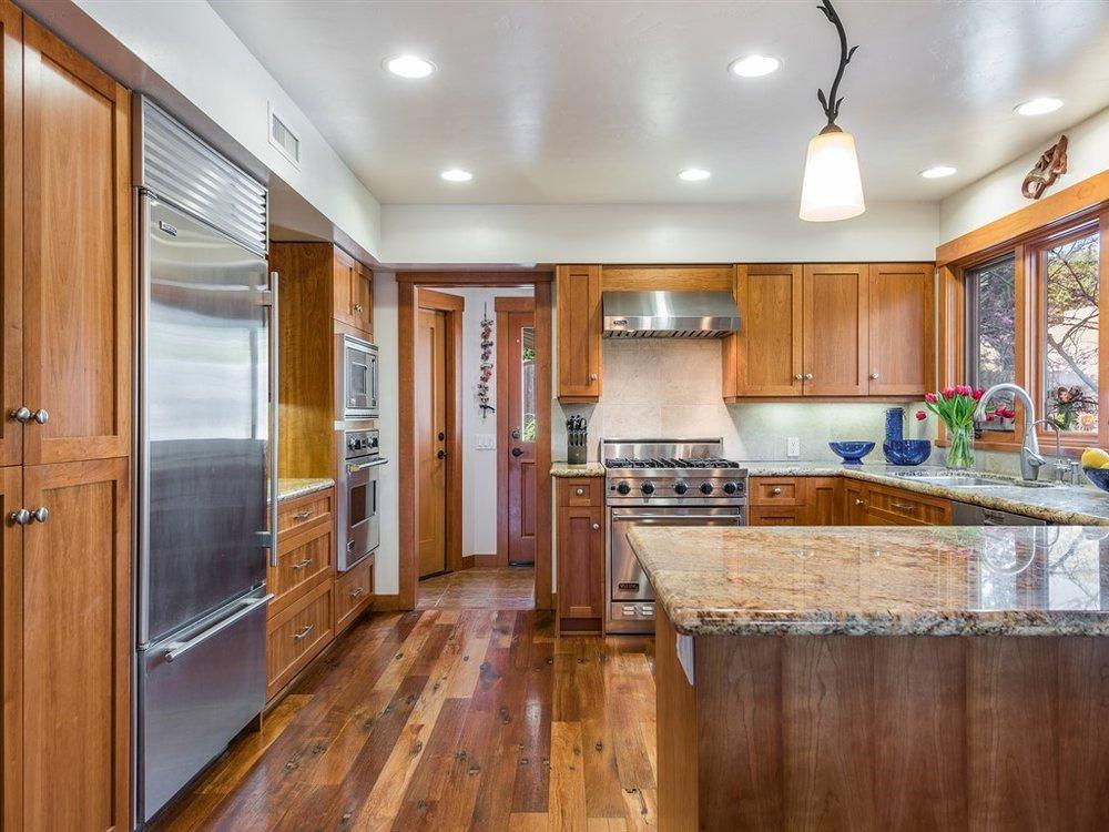 026_26-Kitchen.jpg