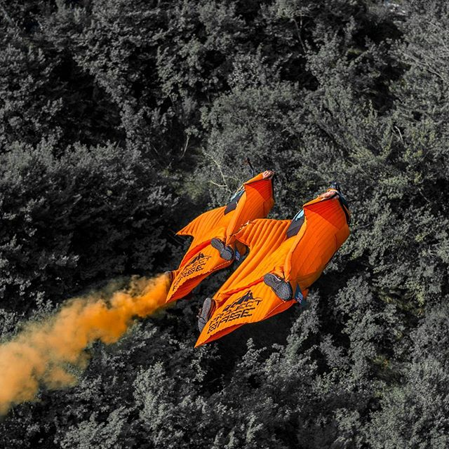 Symmetrical and technical is just the way we like to fly. Ohh, and smoke makes it even more fun! #phoenixflywingsuits #adrenalinbase #atair #LVN #projectbase