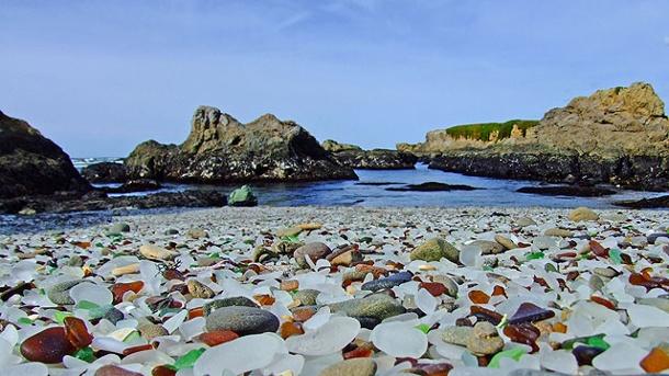 das-sind-keine-kieselsteine-der-glass-beach-besteht-wie-der-name-schon-verraet-aus-glas-.jpg