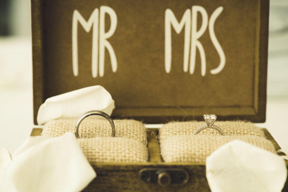 2star_des-moines-wedding-sadie-derek-38.jpg