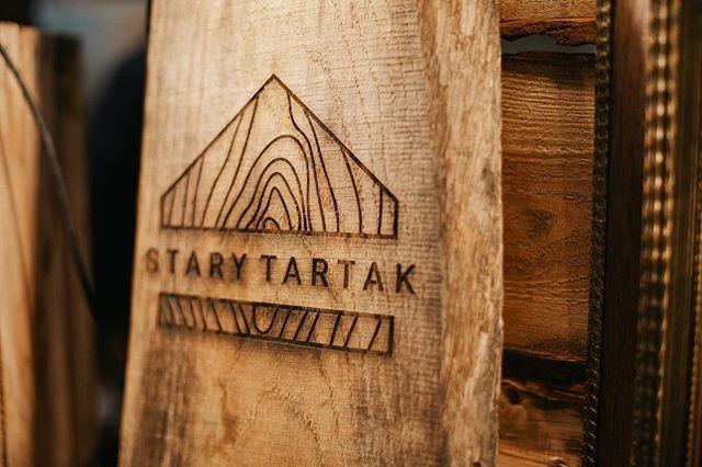 Cudowna prezentacja logo 🖤 @stary_tartak ⭐️ #silesiaweddingday #logodesigns #logotype #branding  fot. @m.skrabaczewska 💕