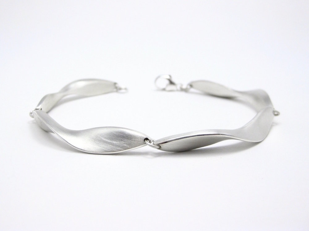 Swell Bracelet   Shop here
