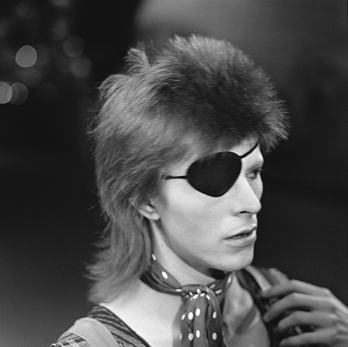 Photo of David Bowie via AVRO (Creative Commons).