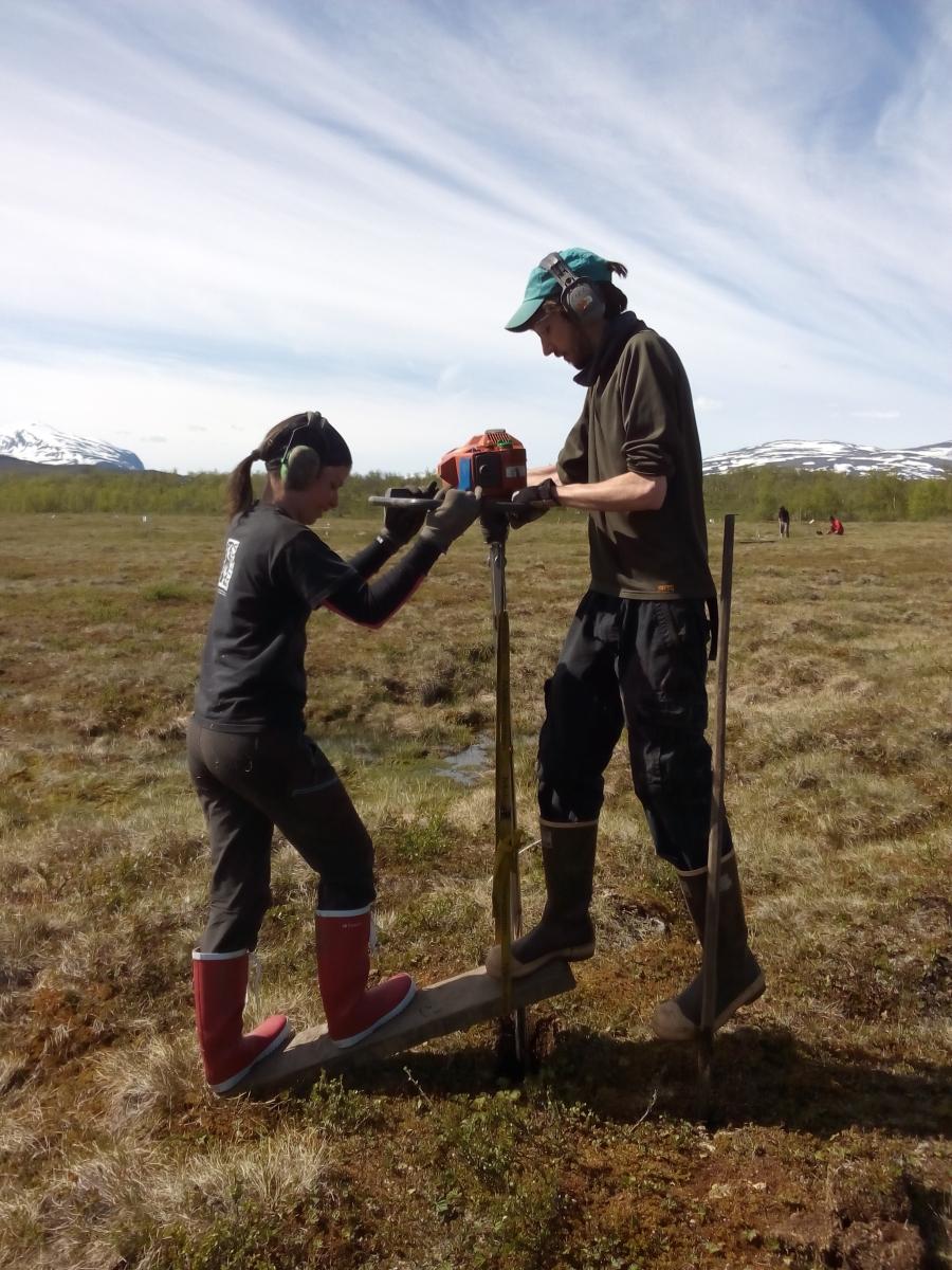 Drilling permafrost in Abisko (Photo by Caroline Olid)