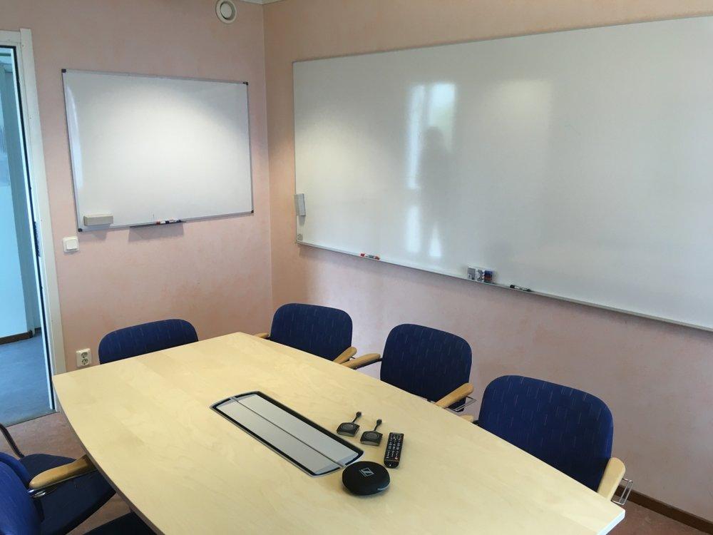 CIRC Meeting Room Photo 4 1200x900.jpg