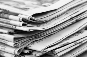 newspapers_and_glasses_206177.jpg