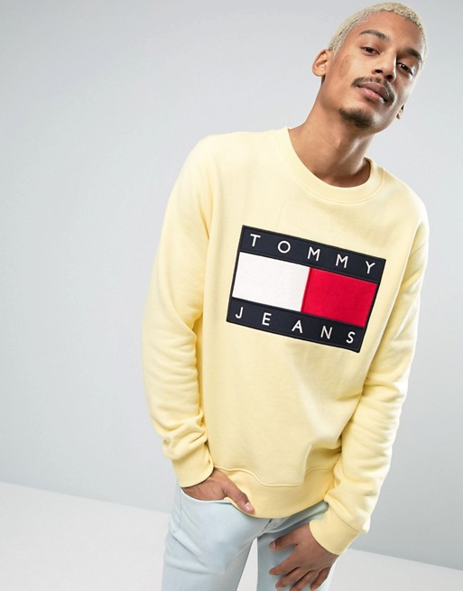 Tommy Jeans 90S Crew Sweatshirt in Yellow  €121.00