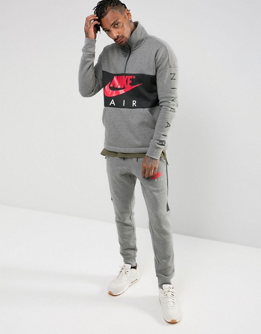 Nike Tracksuit with bright red logo €130.00