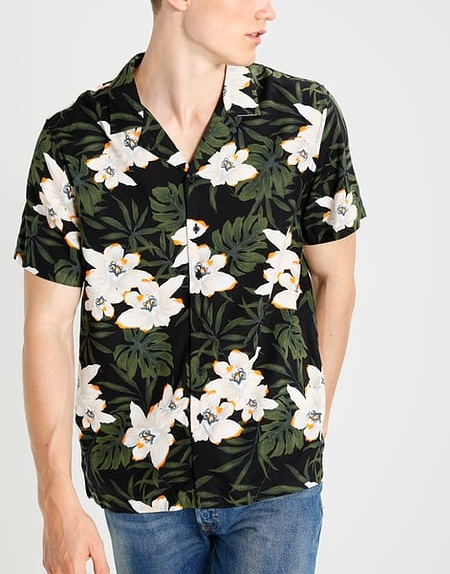 Casual Shirt with floral print € 17.00
