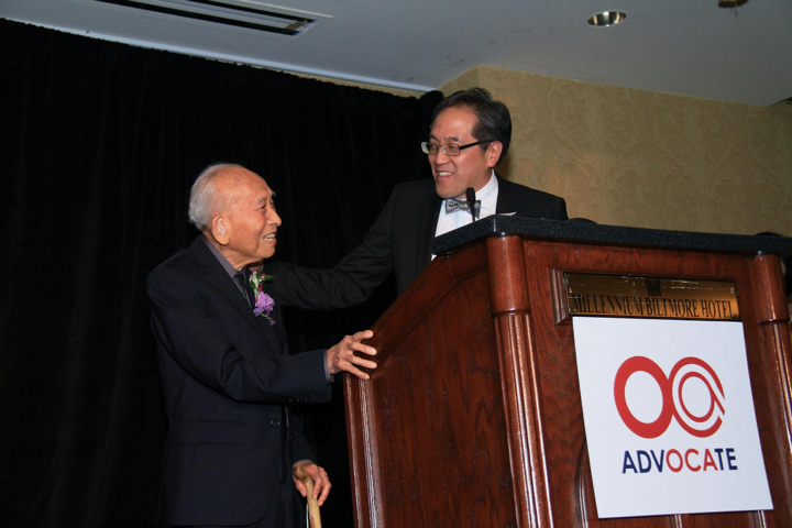 Tyrus Wong (left) and his nephew Dr. Phillip Young at the 2014 OCA National Convention (Photo: O.C. Lee)
