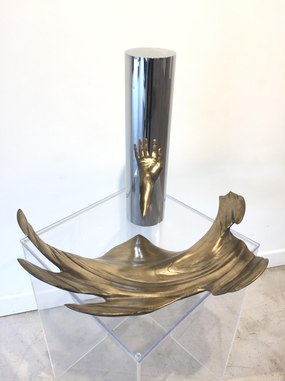 Jonty HURWITZ     |    The hand that caught me falling     | 50 x 50 x 50 cm | Bronze, wood & chrome