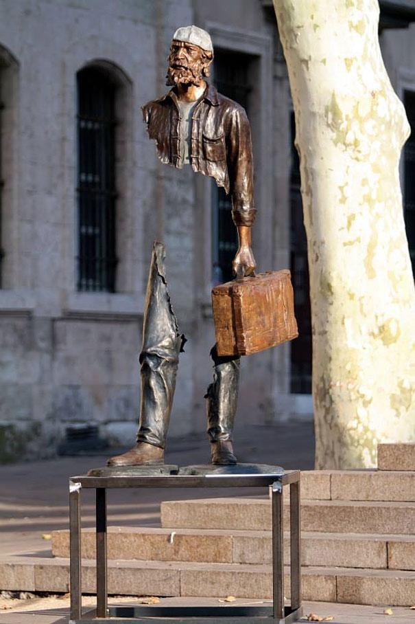 http://www.boredpanda.com/hollow-sculptures-les-voyageurs-bruno-catalano/  Bruno Catalano / Modus Art Gallery