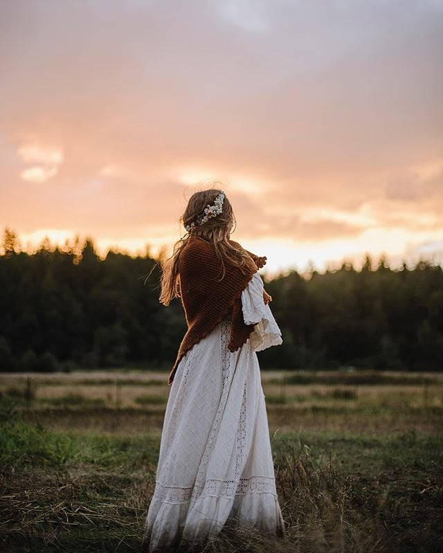 """Even after all this time, the sun never says to the earth, ""You owe me."" Look what happens with a love like that. It lights up the whole sky."" - Hafiz ☀❤🔥 // 📸 @jenleelight #weddingsacrossthesound #jenleelight #bohobride #olympicpeninsula #pnwwedding"
