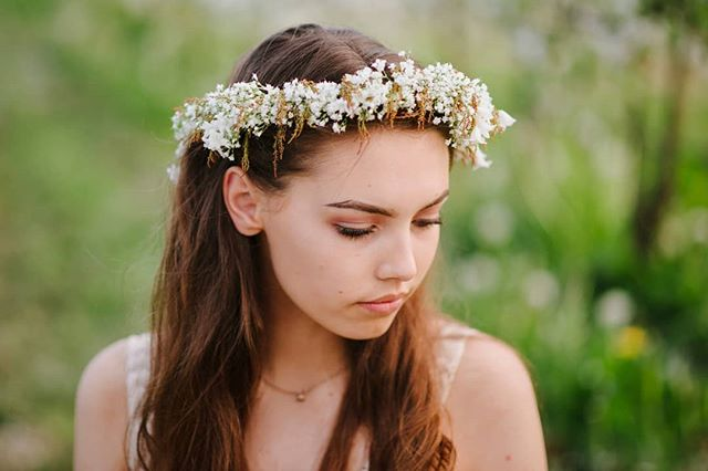 With love in her eyes and flowers in her hair - Led Zeppelin 👑❤🌼 flower crown: @sweetseedflowers photo credit: @jenleelight #weddingsacrossthesound #sweetsweetflowerfarm #flowercrown #pnwwedding