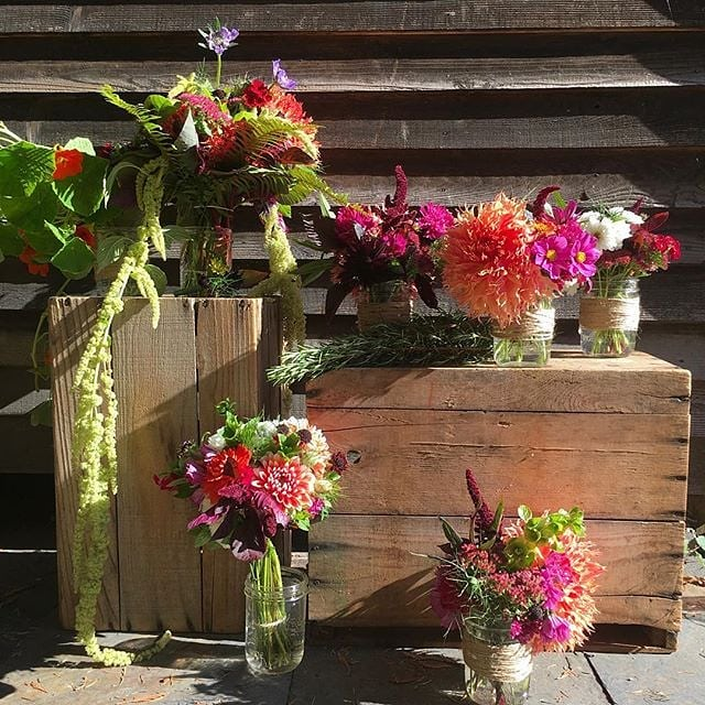 How beautiful are these arrangements from @flourishflowerspt?! These beauties were from a fall wedding last month with the dreamiest of autumnal blooms 💕 #weddingsacrossthesound #flourishflowers #fallwedding #porttownsend